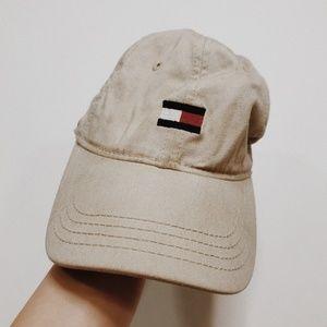 • TOMMY HILFIGER • tan tommy logo baseball cap